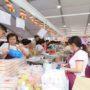 Vesak_FoodFair-Volunteers helping in the stalls