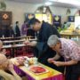 Ullambana_2018 – Bro Ronald Tay (right) offering dana to Ven Bao Shi and Ven Bao Tong